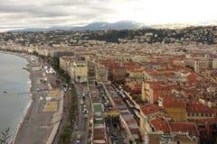 De stad en het strand van Nice Stock Afbeeldingen