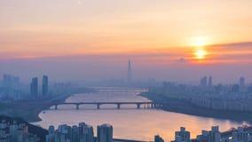 De Stad en Lotte Tower van Seoel, Zuid-Korea Tijdtijdspanne 4K stock videobeelden