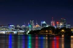 De Stad @ Nite van de Rivier van Brisbane Stock Foto