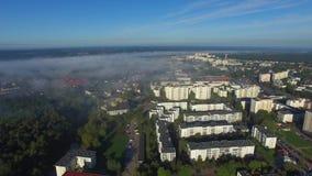 De stad op Vistula, PuÅ 'awy in de mist, luchtmening stock footage