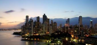 De Stad Panama van Panama bij nacht Royalty-vrije Stock Afbeeldingen