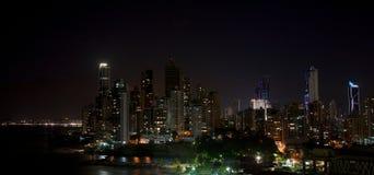 De Stad Panama van Panama bij nacht Stock Afbeelding