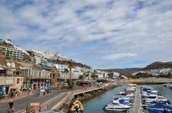 De stad Puerto Rico bij de Canarische Eilanden Stock Foto's