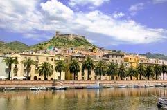 De stad Sardinige van Bosa stock afbeelding