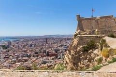 De stad Spanje van Alicante in de zomer van hierboven stock afbeeldingen