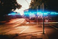 De stad steekt vage bokeh achtergrond Hamburg aan stock foto's