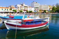 De stad van Agios Nikolaos op Kreta Stock Fotografie