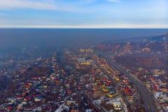 De stad van Alma Ata, oostelijk deel van de stad, smog Slechte milieusituatie stock afbeeldingen