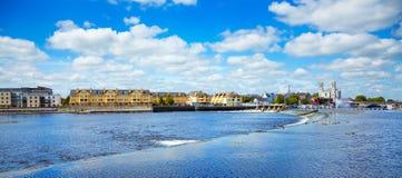 De stad van Athlone en rivier Shannon Stock Foto's