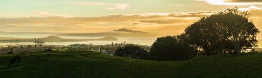 De stad van Auckland in de mist, een panorama van MT Eden Summit Stock Fotografie