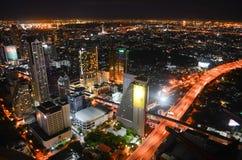 De stad van Bangkok bij nacht Stock Afbeeldingen