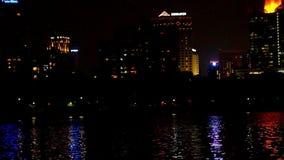 De stad van Bangkok bij nacht goede mening vaag stock videobeelden