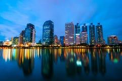 De stad van Bangkok bij nachtscènes. Stock Fotografie