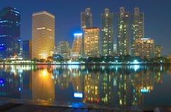 De stad van Bangkok bij schemering Royalty-vrije Stock Afbeelding