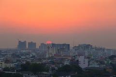 De stad van Bangkok bij zonsondergang royalty-vrije stock afbeeldingen