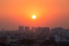 De stad van Bangkok bij zonsondergang royalty-vrije stock foto