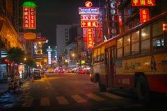 De Stad van Bangkok China (Yaowarach) bij kleurrijke nachtscène Royalty-vrije Stock Foto's