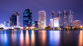 De stad van Bangkok de stad in bij nacht Royalty-vrije Stock Afbeelding