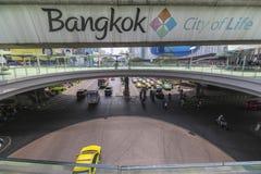 De Stad van Bangkok van het levensteken boven de straat, Thailand Royalty-vrije Stock Fotografie