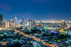 De stad van Bangkok van schemeringmeningen Stock Foto