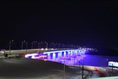 De stad van Barnaul van de nachtweg Stock Fotografie