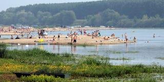 De stad van Beloomut. Rust op de rivieroever Oka Royalty-vrije Stock Afbeelding