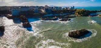 De stad van Biarritz en zijn beroemde zandstranden, Miramar en Strand van La Grande stock afbeeldingen