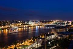 De Stad van Boedapest 's nachts in Hongarije Royalty-vrije Stock Foto