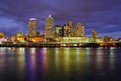 De Stad van Brisbane bij Nacht Stock Fotografie