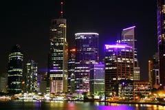 De Stad van Brisbane bij Nacht Stock Foto's