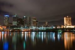 De Stad van Brisbane bij Nacht - Queensland - Australië Stock Afbeeldingen