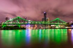 De Stad van Brisbane 's nachts - Queensland Australië royalty-vrije stock afbeeldingen