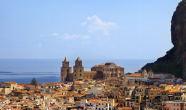 De stad van Chefalu, Sicilië royalty-vrije stock foto's