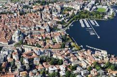 De stad van Como van Brunate-dorp wordt gezien dat royalty-vrije stock foto's