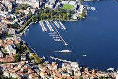 De stad van Como, van Brunate-dorp wordt gezien dat stock afbeelding