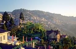 De stad van Darjeeling, oostelijk Himalayagebergte Royalty-vrije Stock Foto's