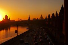 De stad van de avond royalty-vrije stock afbeelding