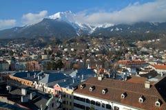 De stad van de berg in de Alpen. Innsbruck stock afbeelding