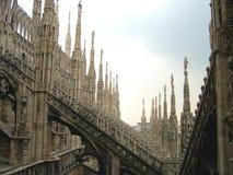 De stad van de fantasie - Daken van Duomo Kathedraal, Milaan, Italië Royalty-vrije Stock Foto