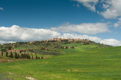 De stad van de heuveltop, Toscanië Stock Afbeeldingen