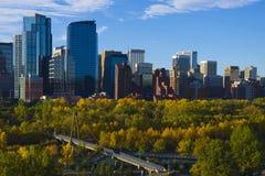 De stad van de Horizon van Calgary bij Zonsopgang Stock Foto