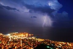 De stad van de onweersbui royalty-vrije stock afbeelding
