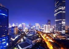 De stad van Djakarta bij nacht Royalty-vrije Stock Fotografie
