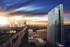 De stad van Djakarta bij nacht Royalty-vrije Stock Afbeeldingen