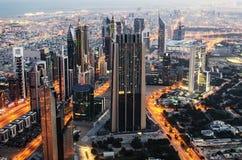 De stad in van Doubai (Verenigde Arabische Emiraten). De mening van Burj Khalifa Stock Afbeelding