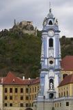 de stad van Durstein in de Wachau-vallei stock foto's