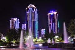 De stad van Grozny nacht Tchetcheense Republiek Rusland royalty-vrije stock foto
