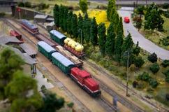 De stad van het stuk speelgoed met spoorweg Stock Afbeelding