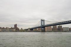 De Stad van horizonnew york met de Brug van Manhattan Stock Foto's