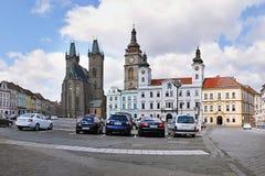 2015-07-10 - De stad van Hradeckralove, Tsjechische republiek - Velke-namestivierkant vóór wederopbouw met kathedraal Katedrala S Royalty-vrije Stock Foto